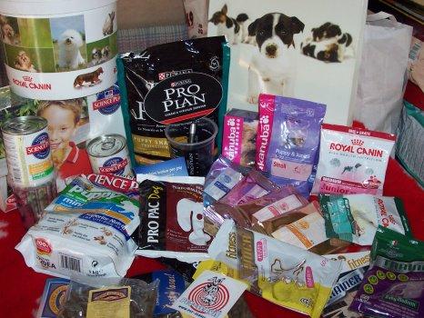 z těchto  značek krmiv je pečlivě vybrána ideální výbava pro štěně